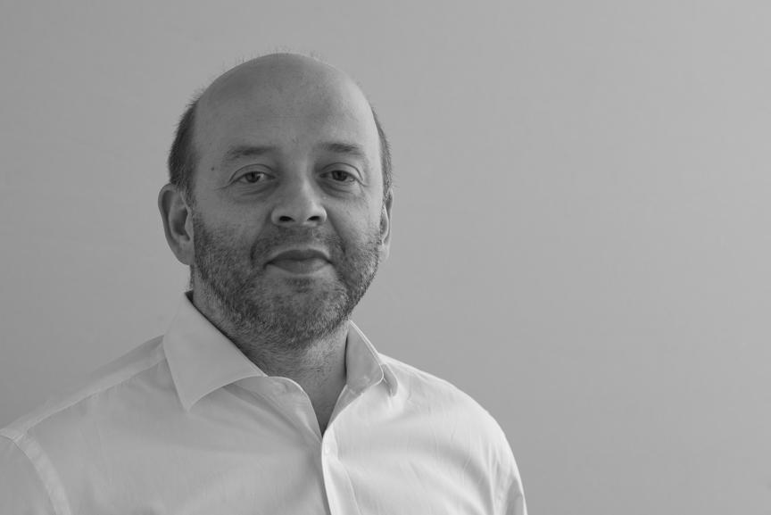 Rob Valenta presents Quantum Digital to Paris audience